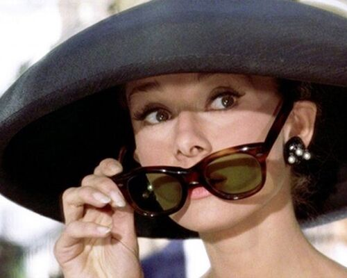 audrey-hepburn-sunglasses-pulldown-breakfast-at-tiffanys-800